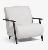 sillón tapizado de color gris claro