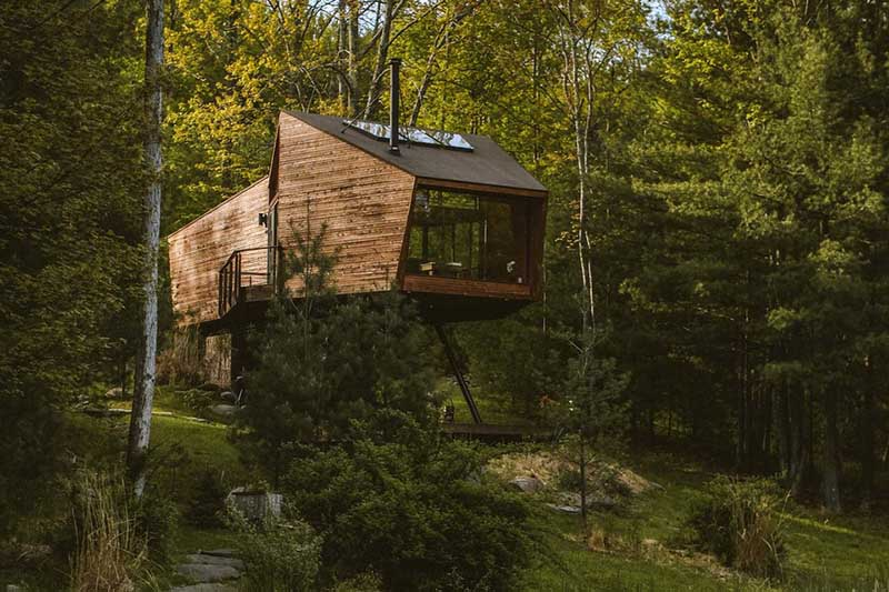 Caba as de madera con muuucho encanto nomadbubbles for Choza de jardin de madera techo plano