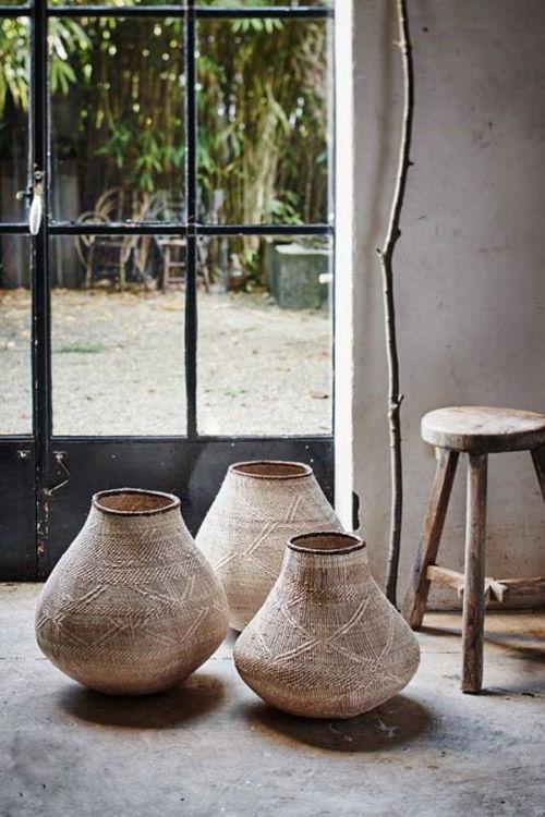 diseño de interiores con cestos y canastas africanas