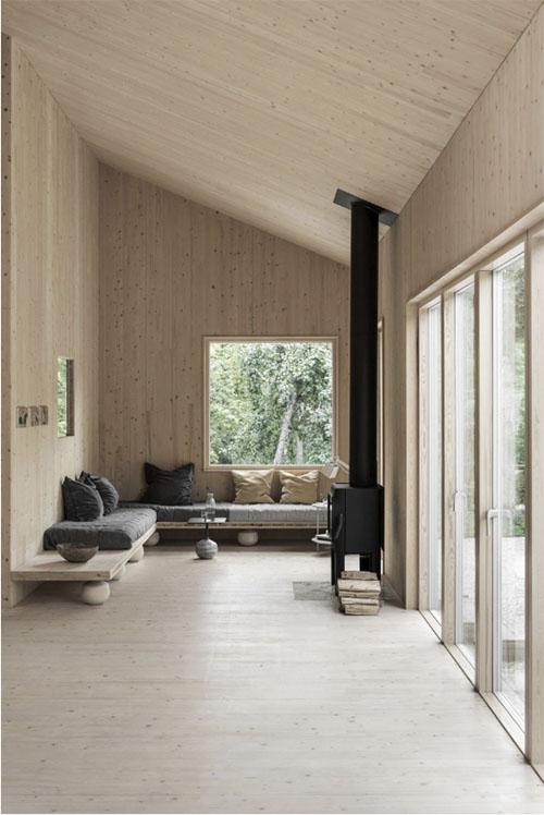 salón de una cabaña de madera