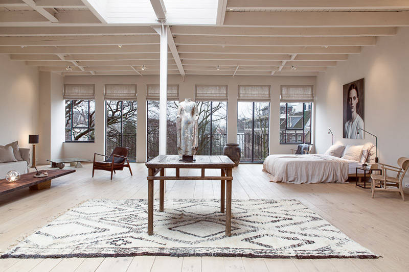 Apartamento con un interior rústico moderno