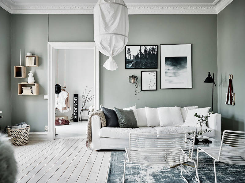 Paredes pintadas de color verde en una casa de estilo nórdico