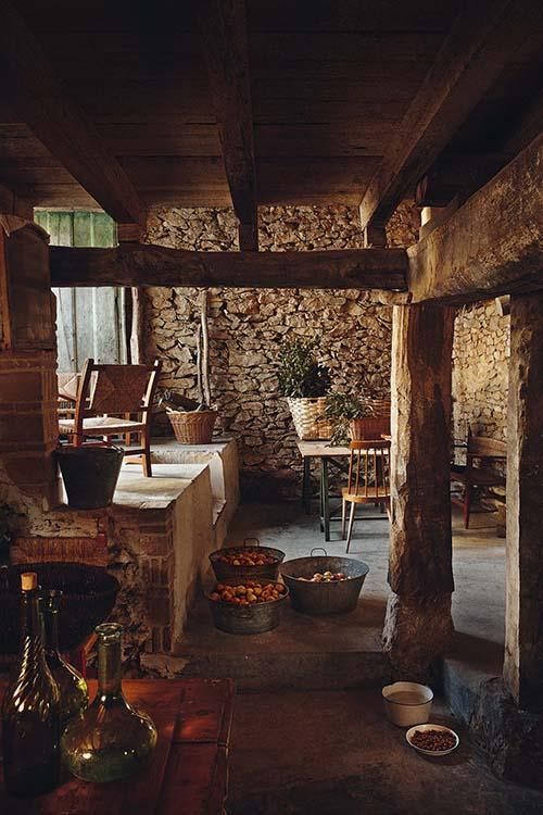 Una casa de campo en la montaña