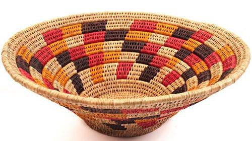 cesta de patrones geométricos africana