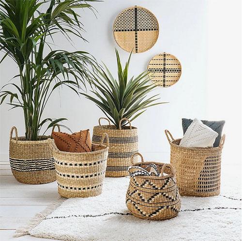 cestas y cestos como maceteros de plantas