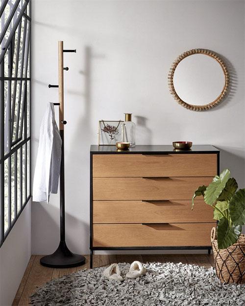 commode en bois avec tiroirs
