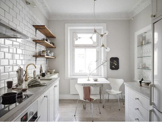 Comedor cocina en un apartamento nórdico