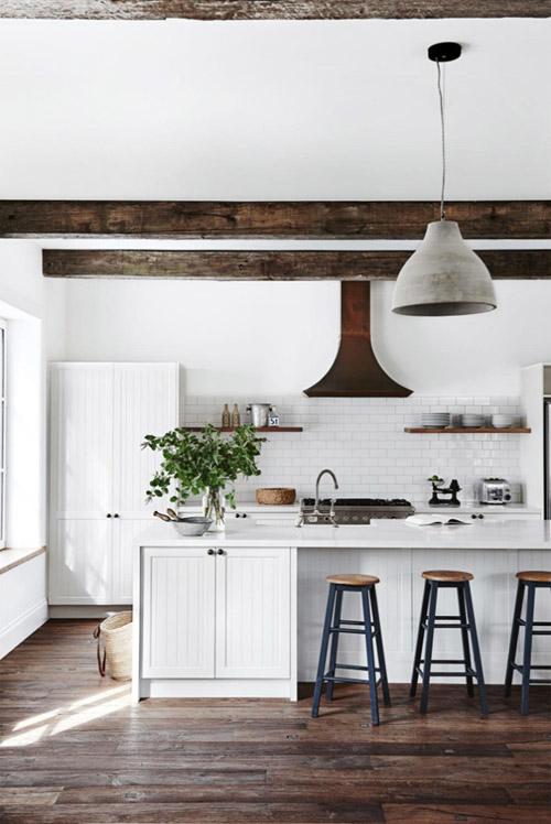Cocina rústica de color blanco