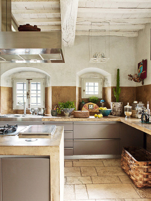 Cocina rústica en una casa de campo en la Toscana