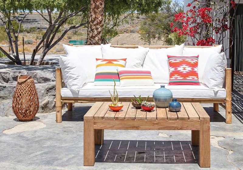 Cojines étnicos para decorar los muebles de la terraza