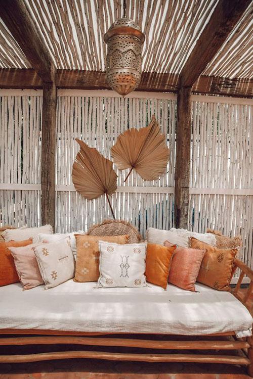 cojines de estilo Sabra en la decoración de terrazas