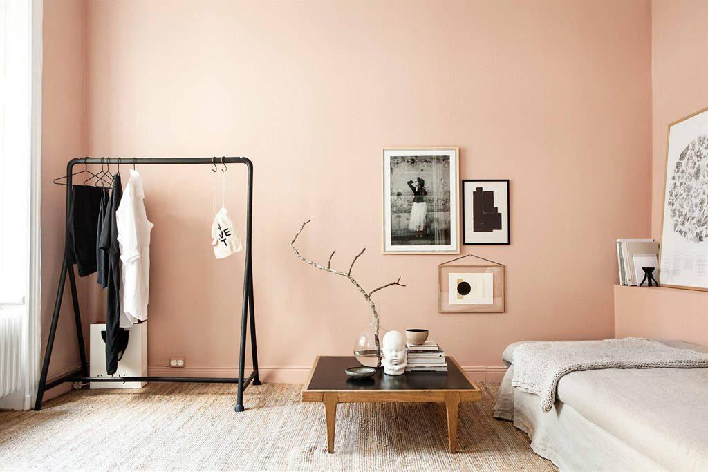 Color salmón en las paredes