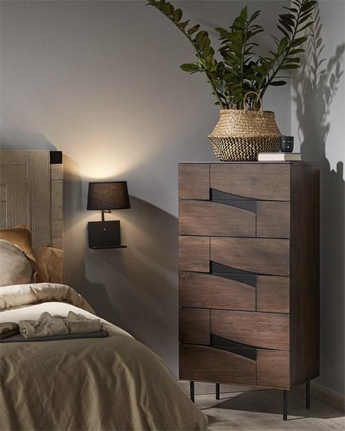 cómoda alta de madera