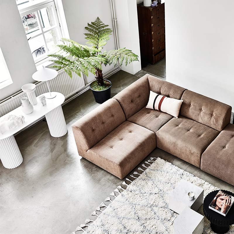 sofás y mesas auxiliares redondas