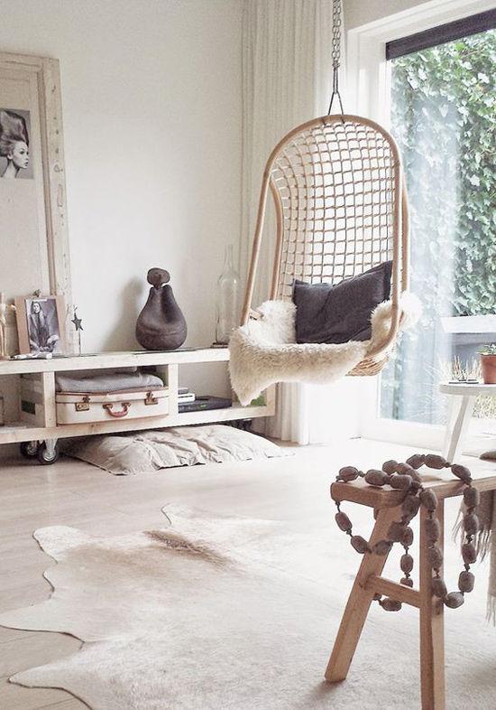 Decoración de interiores con sillas colgantes