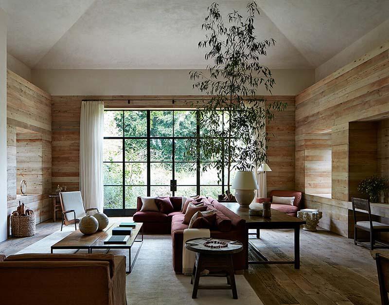 Paredes de madera en un salón de estilo rústico