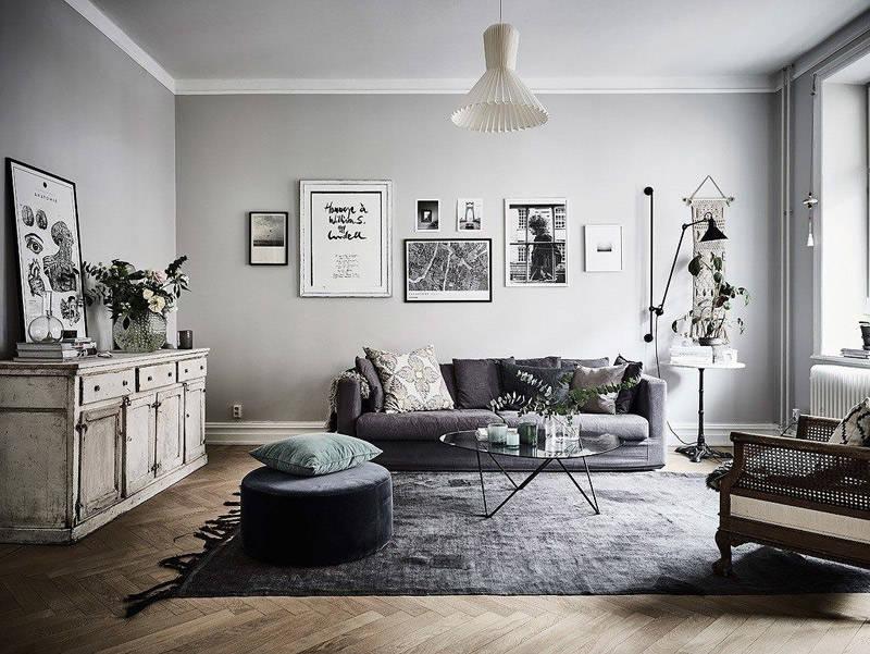 Salón de estilo nórdico con las paredes pintadas de color gris claro