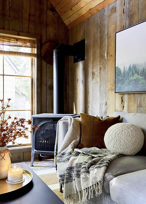 cálido textiles en la decoración de casas de madera