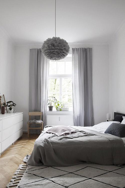 lámpara de techo de plumas de color gris