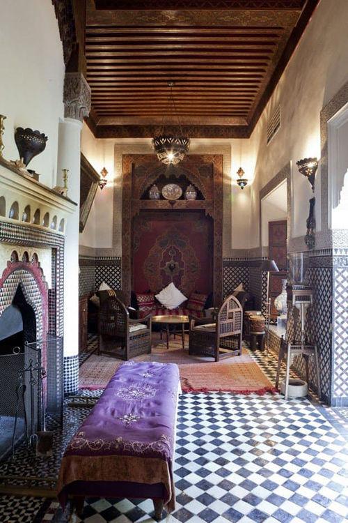 Interior de un riad en Marruecos