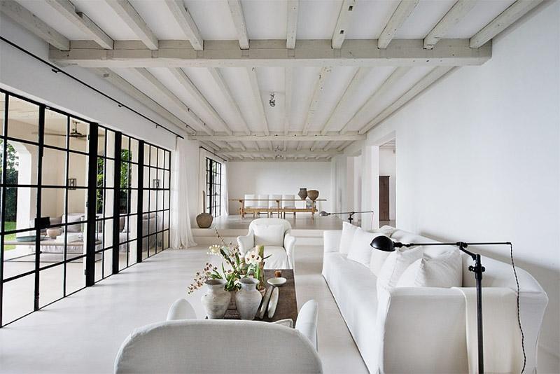 Color blanco y espacios abiertos en la decoración de un salón