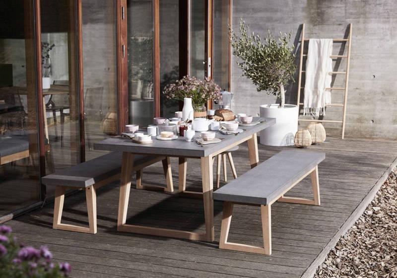 mesa y bancos de exterior