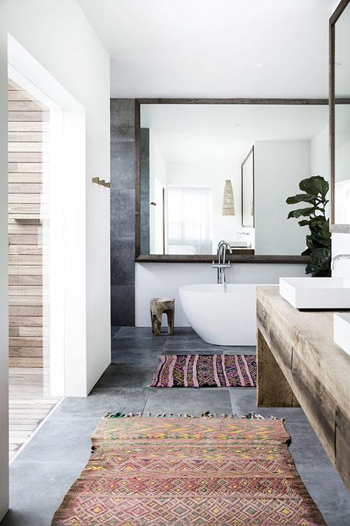 Cómo decorar un baño con alfombras