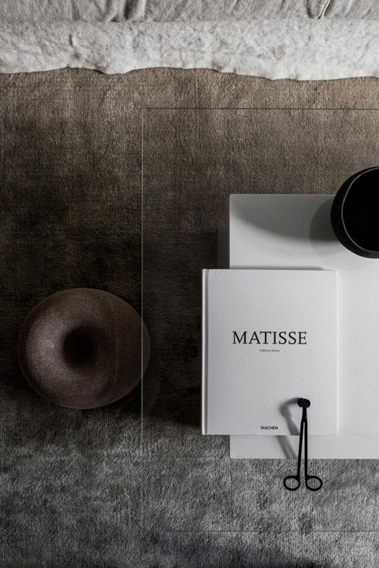 Detalles decorativos en color gris en los interiores de estilo escandinavo