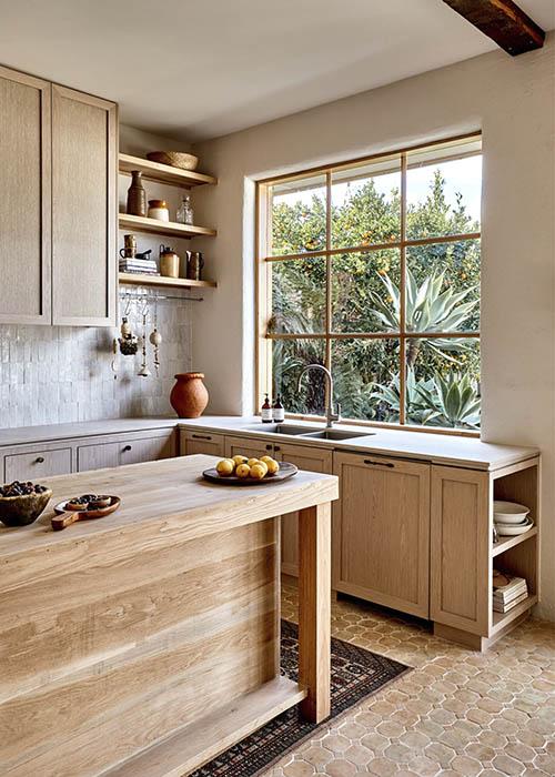 cocina de madera y azulejos zellige