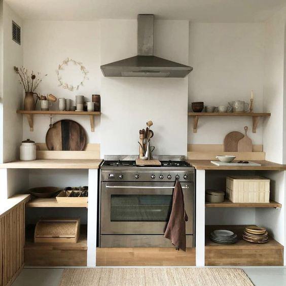 Fuera armarios en las paredes en las cocinas pequeñas