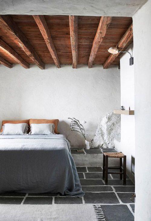 decoración del dormitorio con taburetes