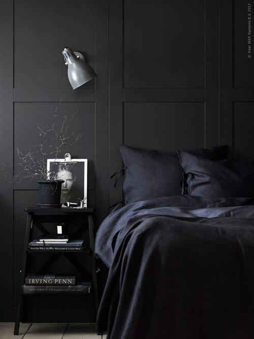 El color negro para pintar las paredes del dormitorio