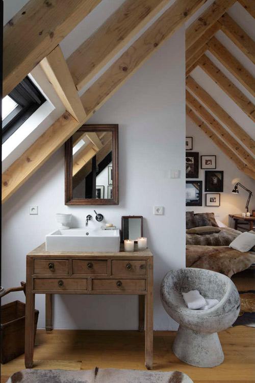 Dormitorio con una decoración rústica