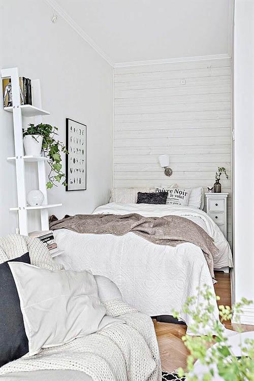 El color blanco aporta luminosidad y amplia el espacio