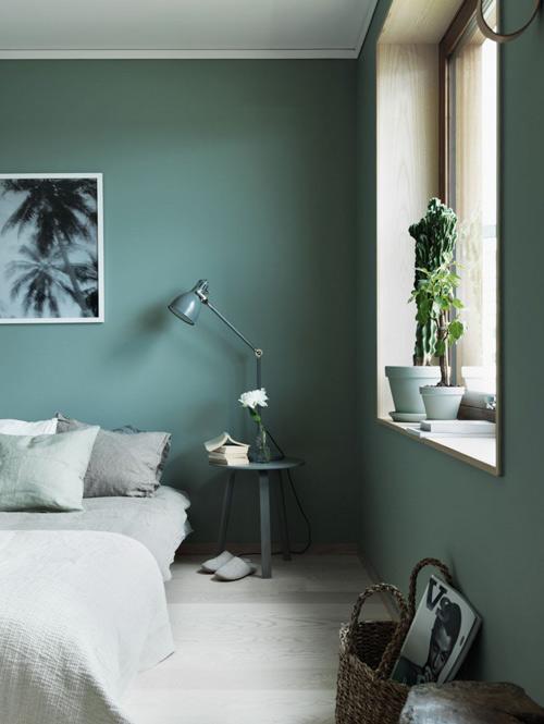 Interior decorado con pintura de color verde