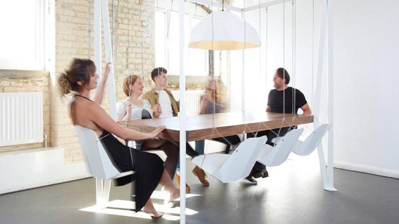 Mesa con columpios