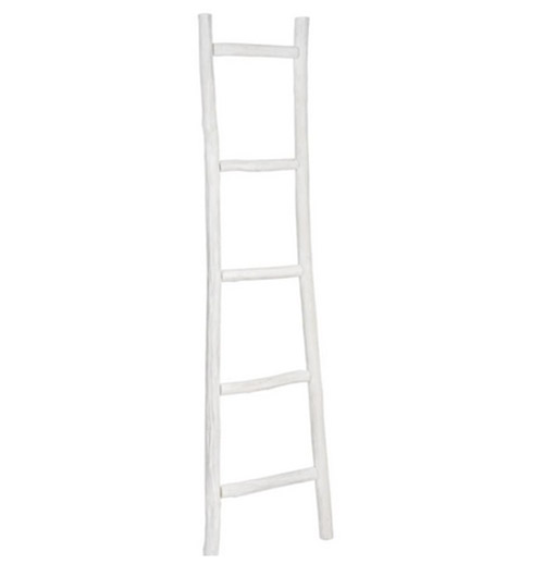 escalera decorativa blanca