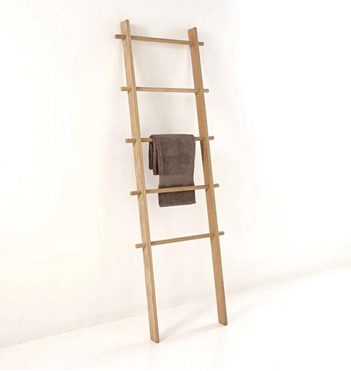 escalera decorativa de madera para el baño