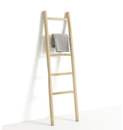 escalera decorativa de madera para el baño y colgar las toallas