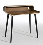 escritorio vintage de madera oscura