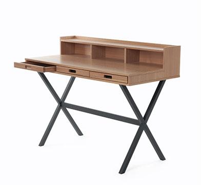 Mesa escritorio de madera oscura