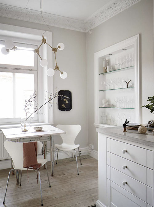Comedor pequeño en una cocina nórdica