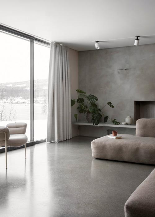 Amplitus de espacios en los interiores de inspiración minimalista