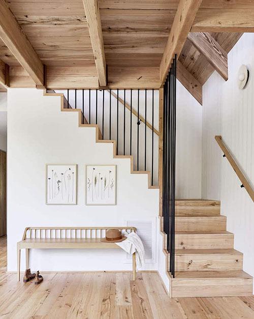 interior minimalista en una casa scandifornian