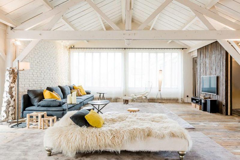 Apartamento tipo loft con una decoración nórdica