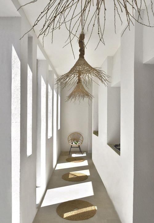 paredes blancas en la decoracion de estilo mediterraneo