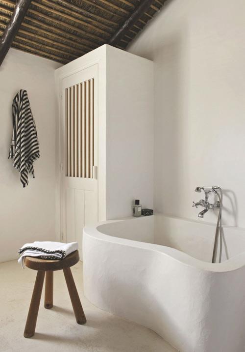 Baño de estilo rústico ibicenco