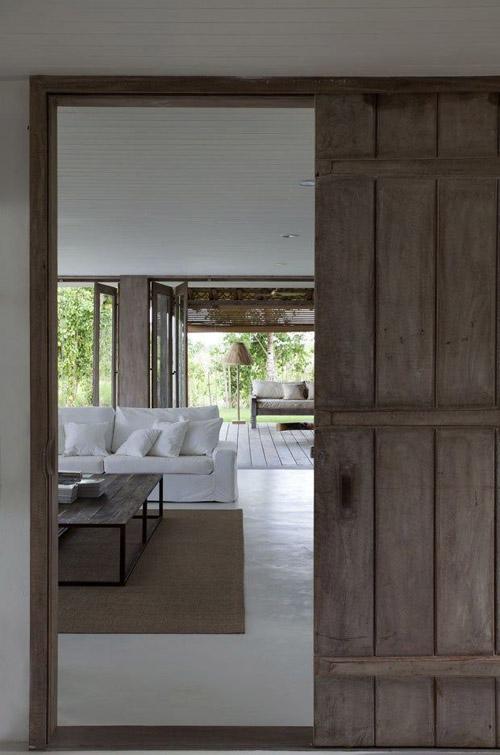 Puertas de madera en una casa rústica