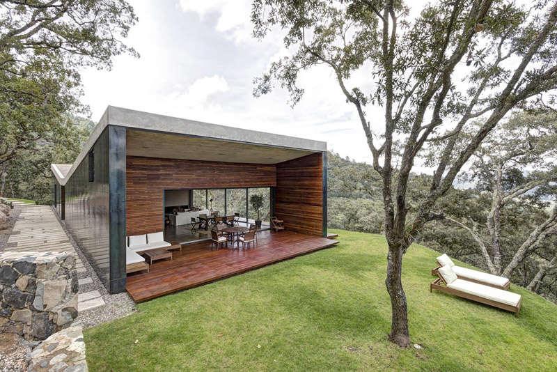 Terraza de una casa moderna de montaña