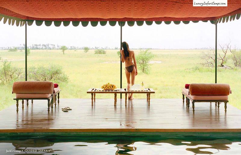 Terraza y piscina en un glamping de África